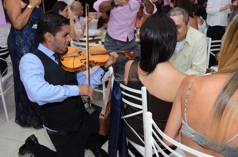 Violinos no jantar