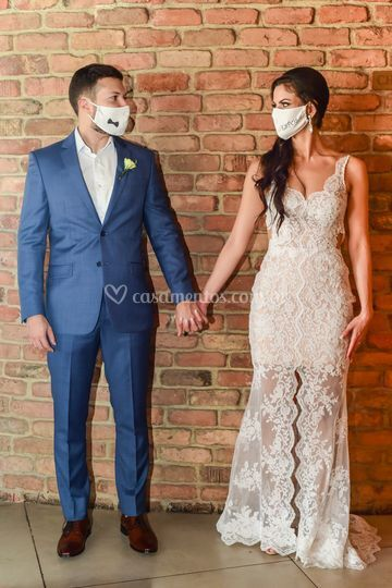 Noivos de máscara