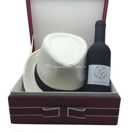 Kit chapeu e kit vinho