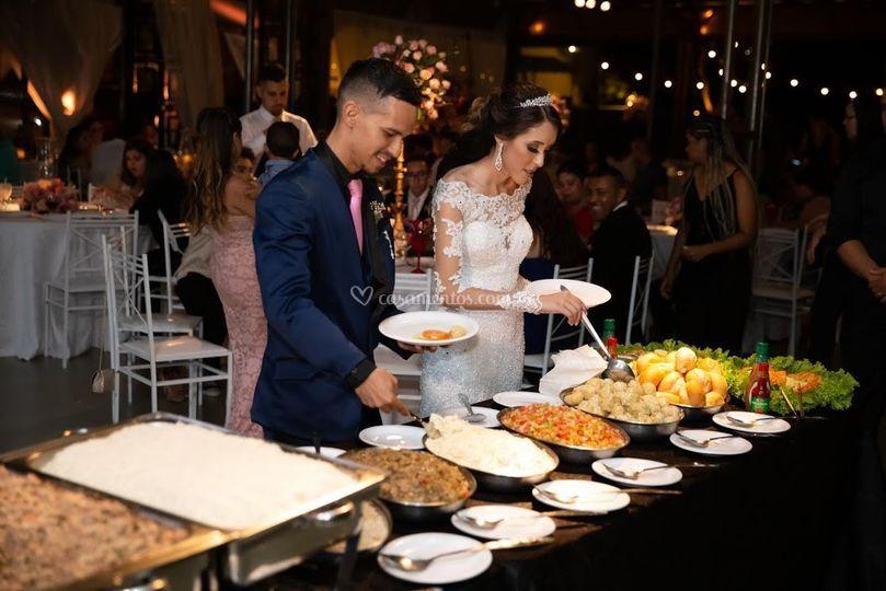 Noivos abrindo o jantar