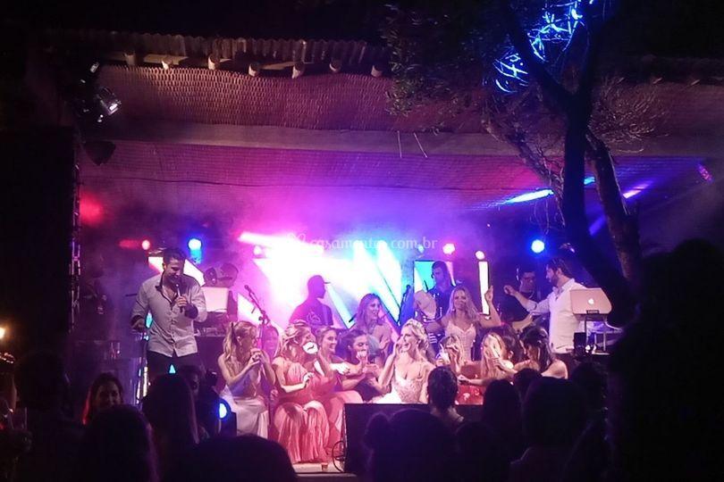 Madrinhas e noiva no palco