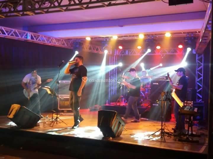 Modelo grid - show - banda