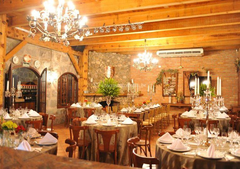 Restaurante rústico e elegante