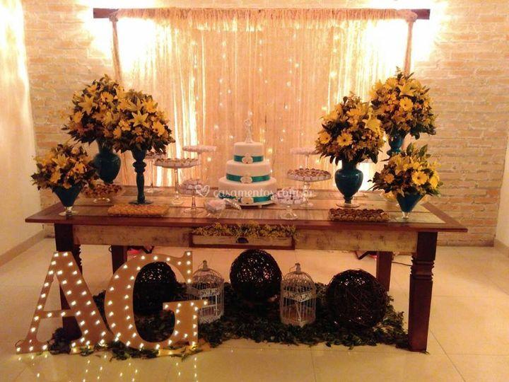 Mesa bolo amarela
