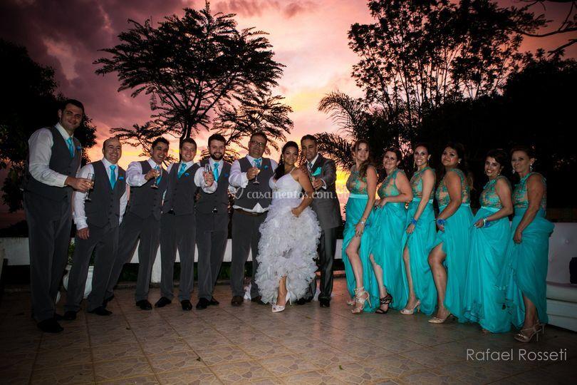 Padrinhos e noivos por do sol