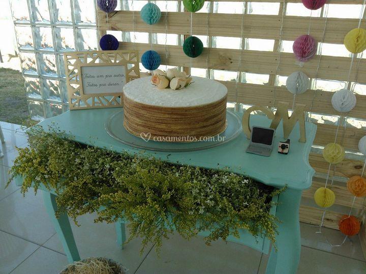 A mesa do bolo e ele: O bolo!!