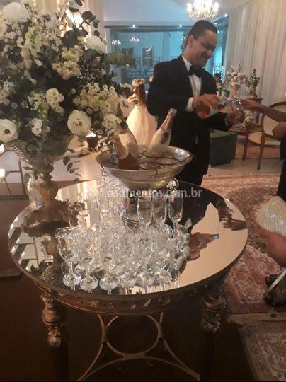 Mesa posta com champanheira