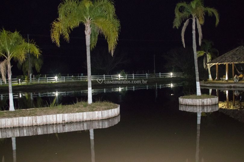 Visão lago a noite