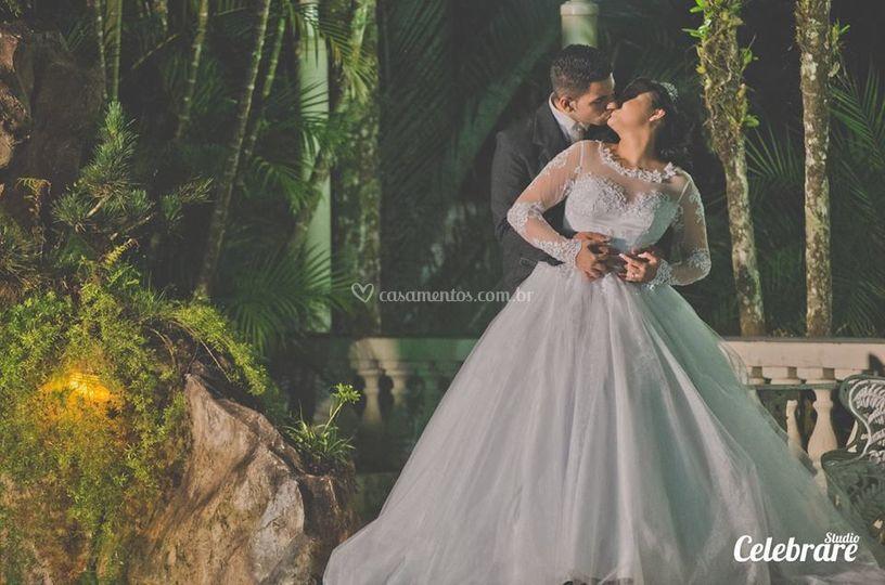 Vestidos e trajes para noivos