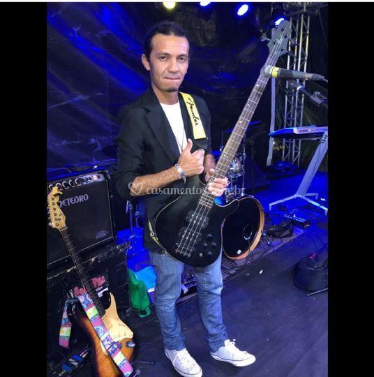 Rogerio Moreira (baixo e voz)