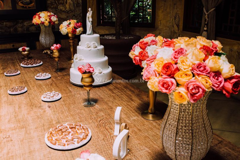 Mesa principal do bolo