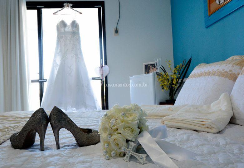 Buquê, vestido e sapatos