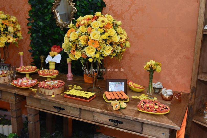Decoração laranja e amarelo