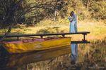 Lago com trapiche e barco