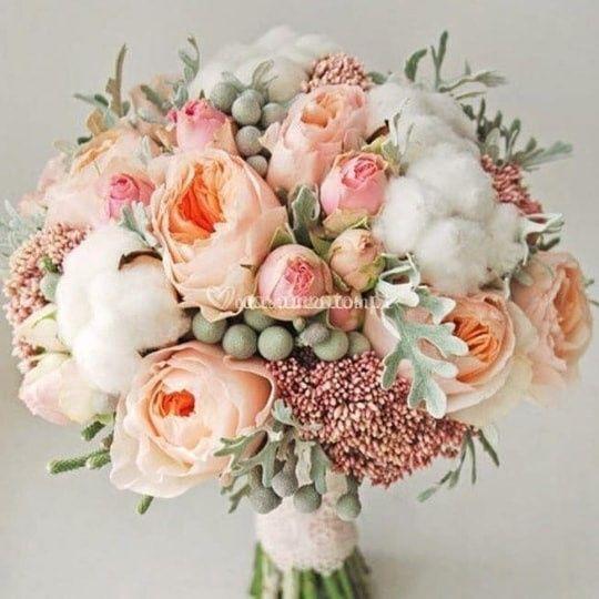 Buquê com peônias e rosas