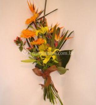 Ramalhete de flores tropicais