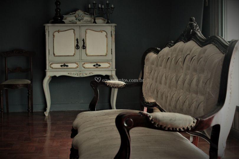 Cadeira e armário