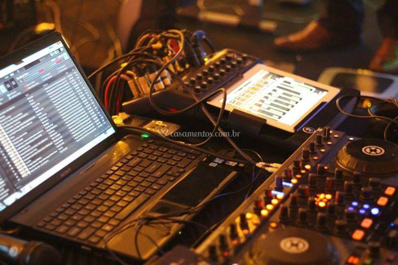 DJ e mesa de som