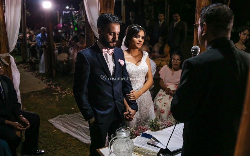 Foto dos noivos na cerimonia