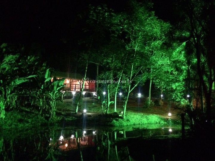 Lago noturno