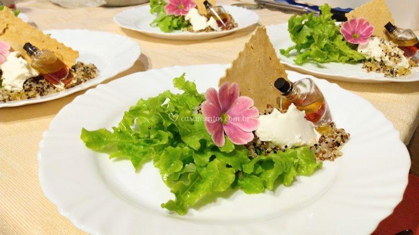 Saladinha de quinoa com crosta