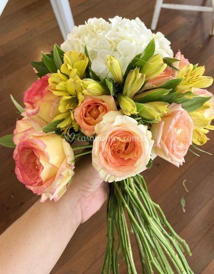 Buquê com 3 tipos de flores