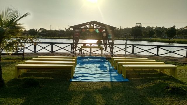 Casamento na beira do lago