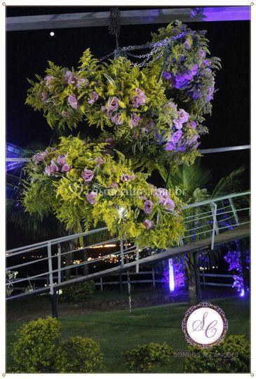 Lustre de Flores Naturais de Sonhos e Can��es Casamentos