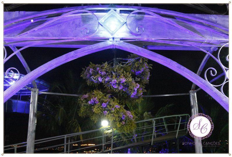 Lustre de Flores Naturais de Sonhos e Canções Casamentos