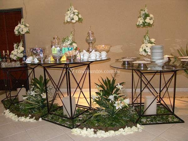 Mesa de café com arranjos