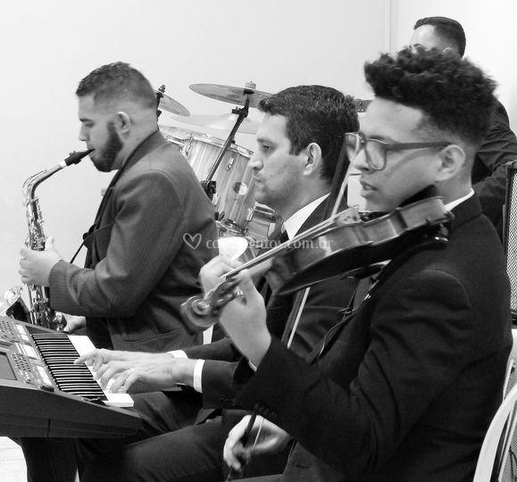 Sax,piano, violino e percussao