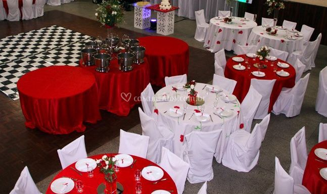 Decoraç u00e3o vermelho e branco de Espaço da Festa Fotos -> Decoração De Casamento Simples Com Tnt Vermelho E Branco
