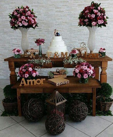 Mesa rústica rosa