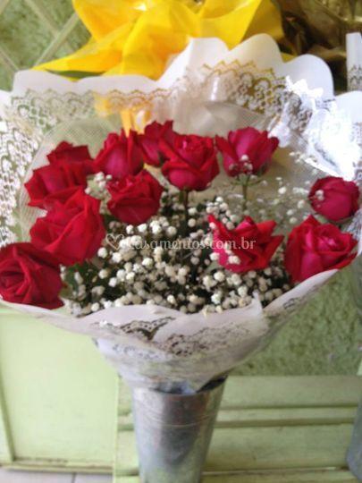 Buquê com uma dúzia de rosas vermelhas