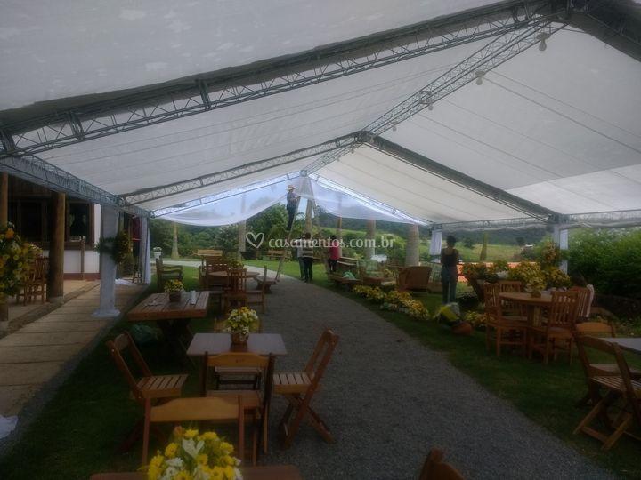 Tenda para casamento decorada