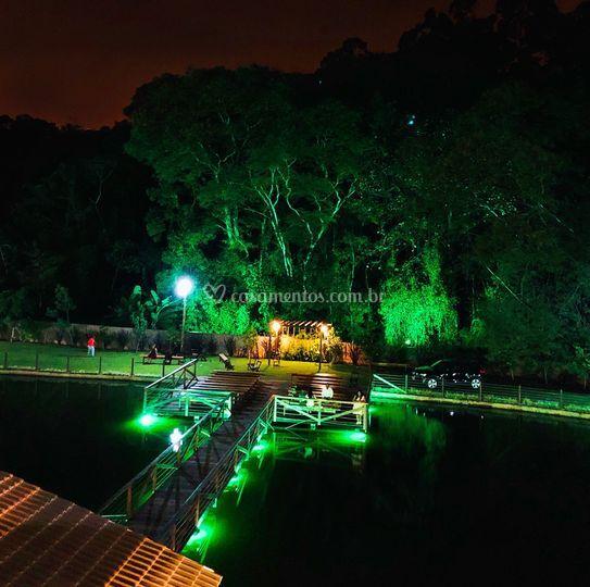 Deck iluminado noite