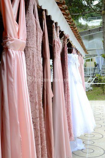 Organizando trajes madrinhas e