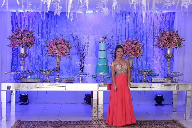 Mesa dos doces e bolo