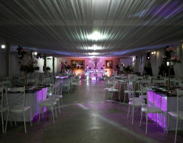 Amplo salão de Carinhoso Recepções & Eventos