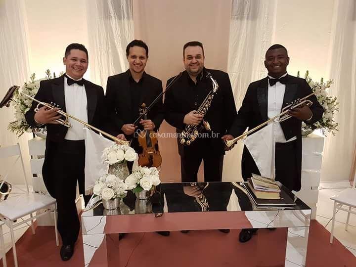 Sax, violino e clarins