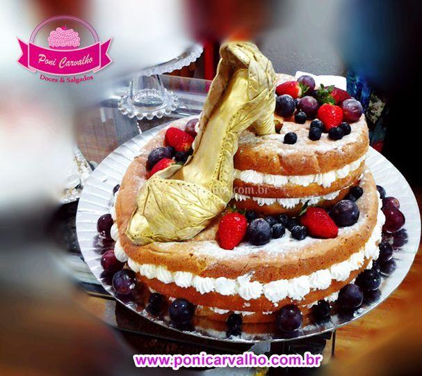 Naked cake frutas vermelhas pe