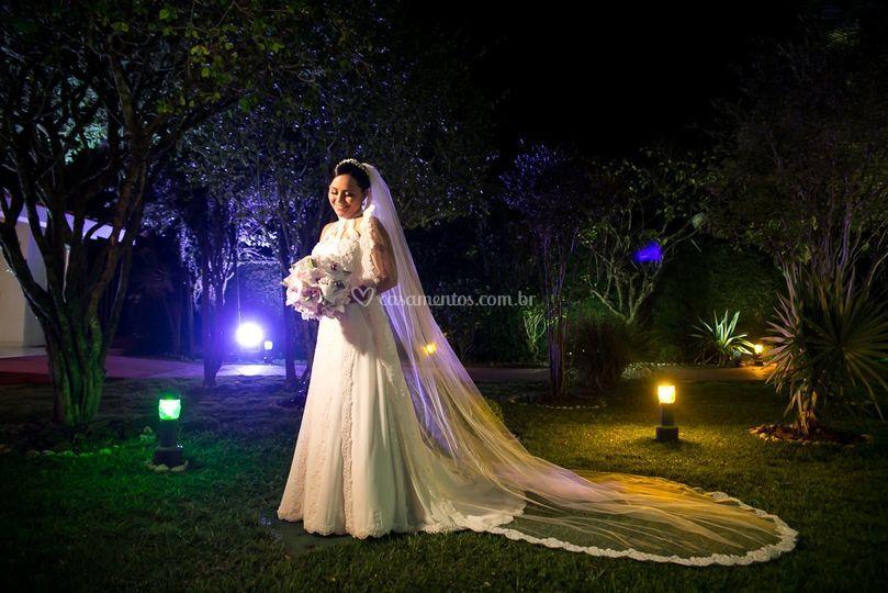 Noiva em casamento noturno
