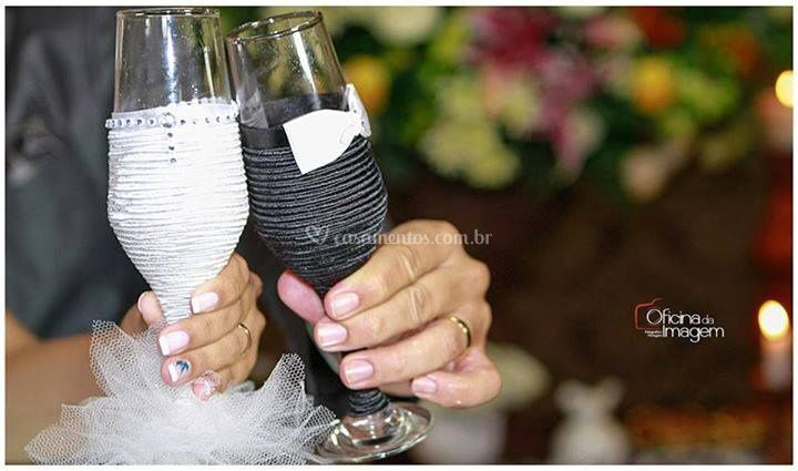 Taças para noivos decoradas