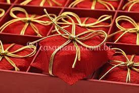 Doces amarrados com cordão