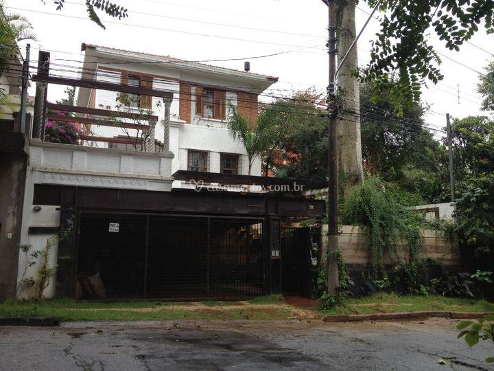 Casa antiga e espaços modernos