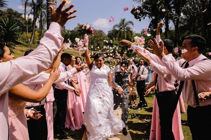 Saida dos noivos na cerimonia