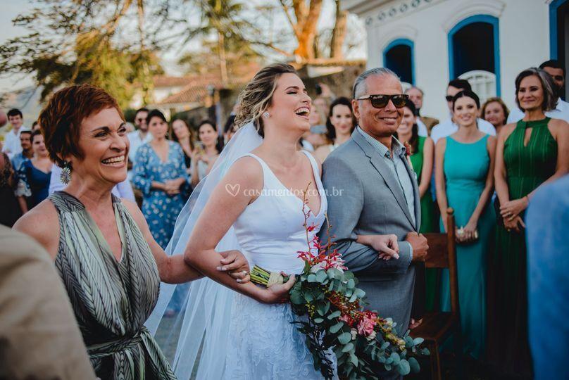 Sorriso ao ver o noivo