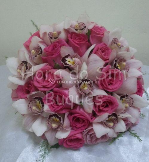 Buquê com orquídeas e rosas