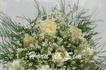Buquê de noiva rosas e chuva d