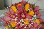 Buquê em orquídeas e rosas